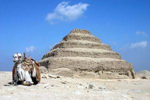 1280px-Saqqara_pyramid
